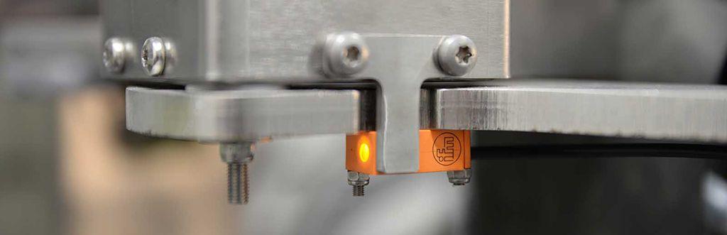 XRF instrument detail, on stream analyzer mechanics, high availability, ready signal